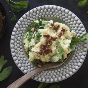 Potatis- och Svartkålsmos med brynt Salvia och hasselnötter