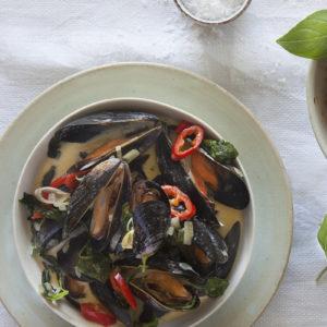 Musselsoppa med citrongräs och Thaibasilika