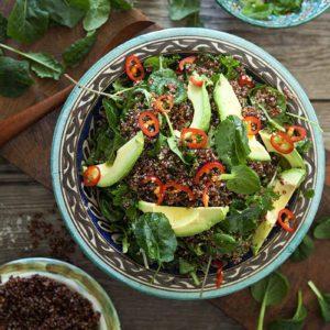 Quinoasallad med 3x kål och avokado