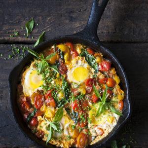 Schatshuka; Pocherade ägg i stark tomatsås