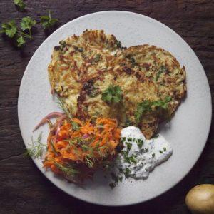 Rårakor med Gräslökssås och het Dill- och morotssallad