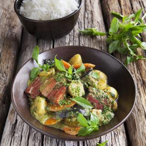 Grön thaicurry med sidfläsk, Delikatesspotatis och Morötter