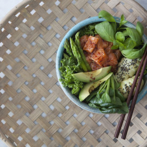 Laxpoké bowl med Tatsoi och Thaibasilika