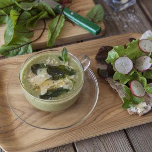 Ängssyra- och potatissoppa med friterad Salvia