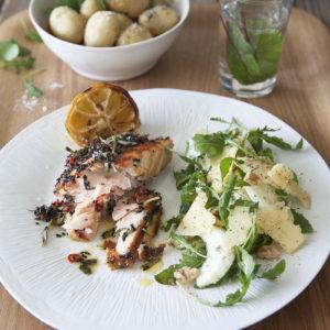 Grillad lax med Rosmarinolja med Svensk Rucola- och fänkålssallad