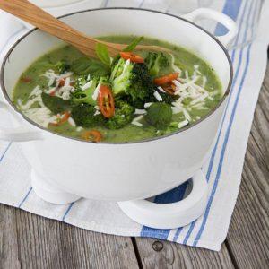 Potatis- och broccolisoppa med halloumi