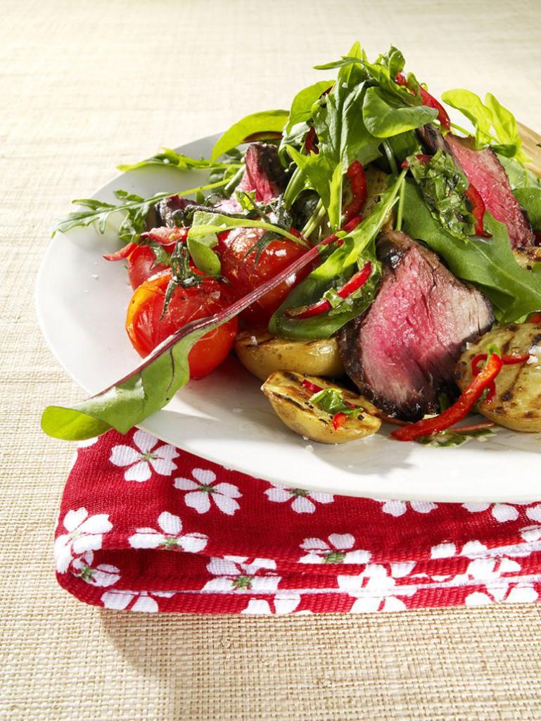 Röd & Grönsallat med grillad biff och Myntadressing