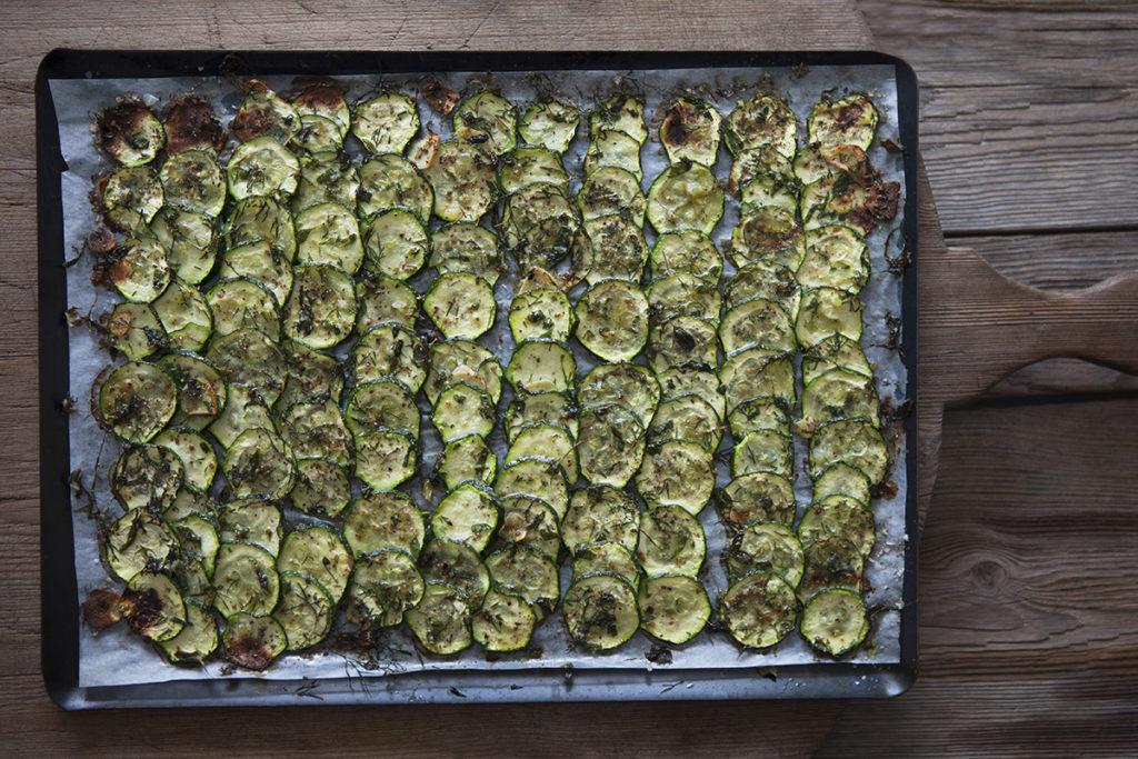 Dill-, Mejram- och anisrostad zucchini