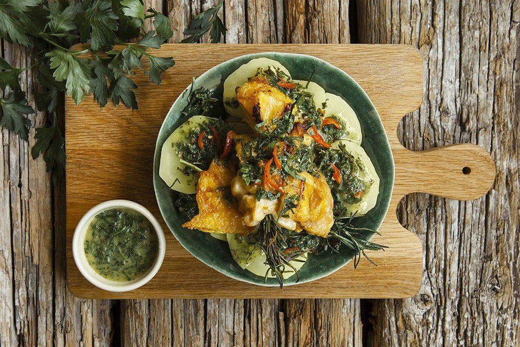 Rosmarinspett med grillad kyckling, kokt potatis & Chimichurri