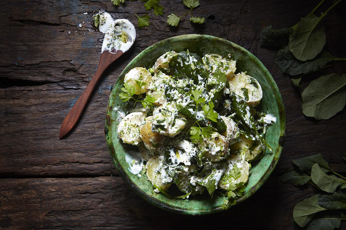 Färskpotatissallad med Svartkål, Körvel och yoghurt