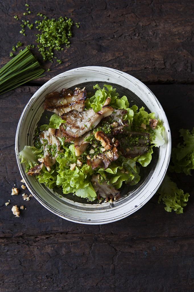 Grillad ostronskivling med Vitlöksgräs, sallat & limedressing
