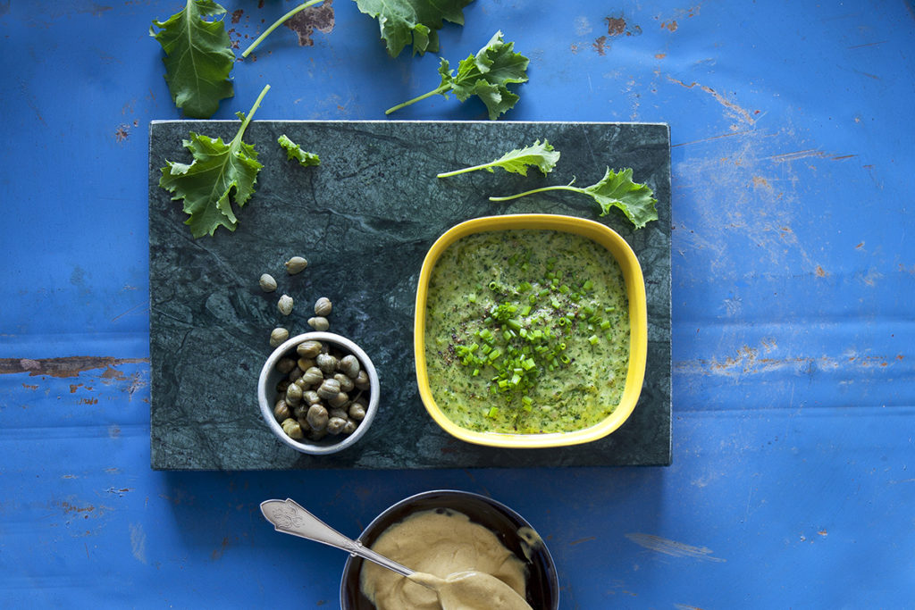 Salsa verde på primörblad