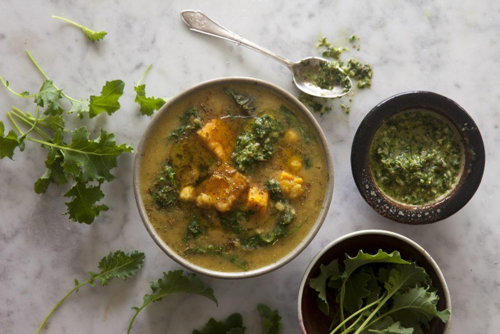 Grönkåls- och kikärtssoppa med schug