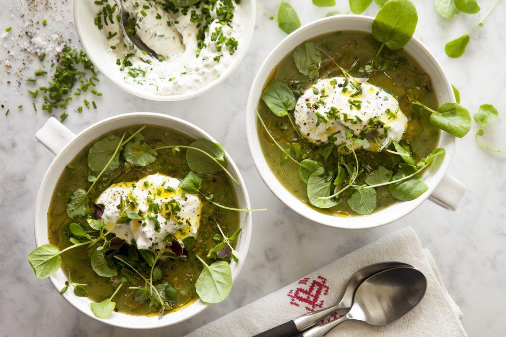 Amandine- och Krassesoppa med Gräslöks-crème fraiche