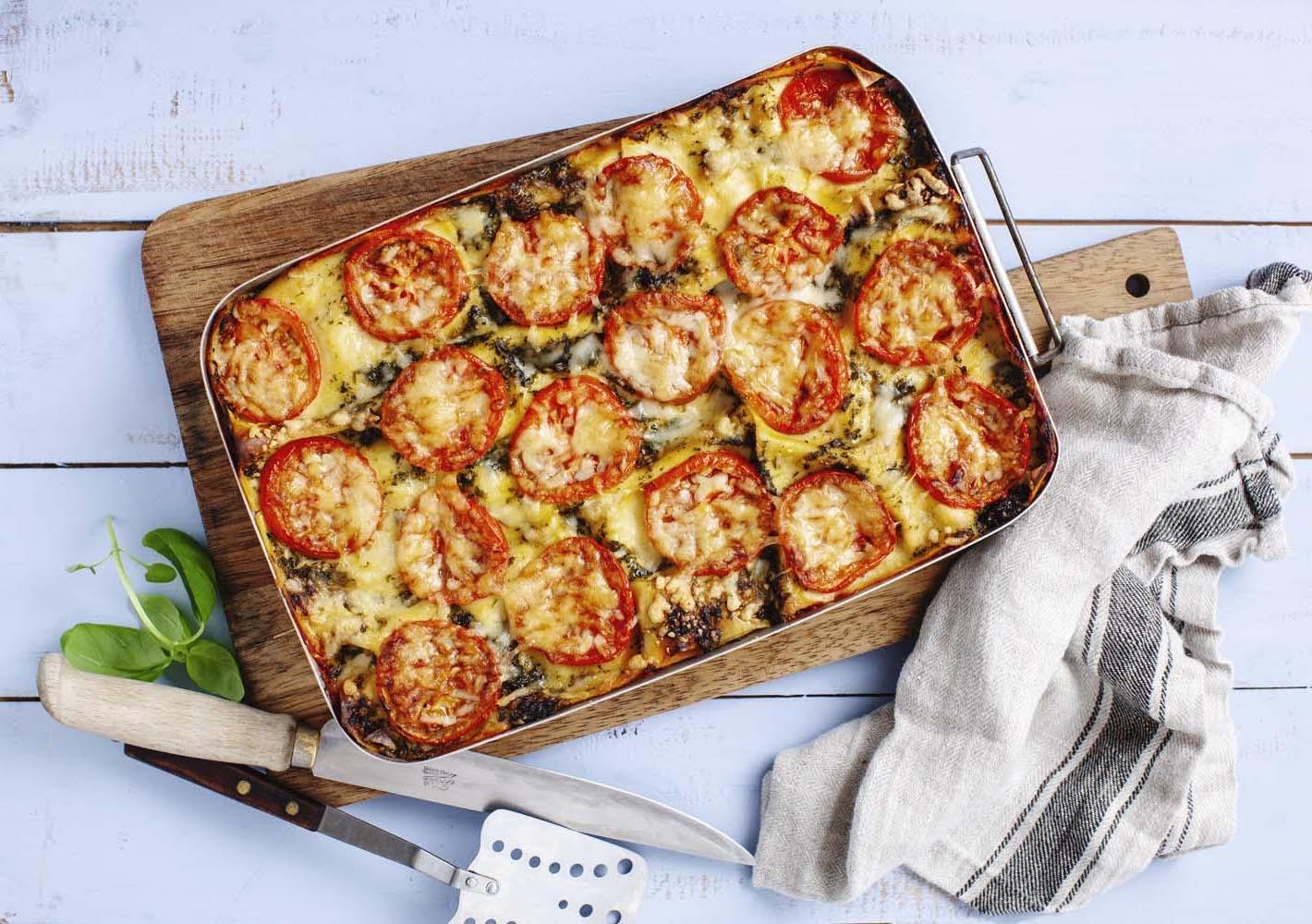 Supersnabb vegetarisk lasagne med basilikapesto, tomater och cottage cheese